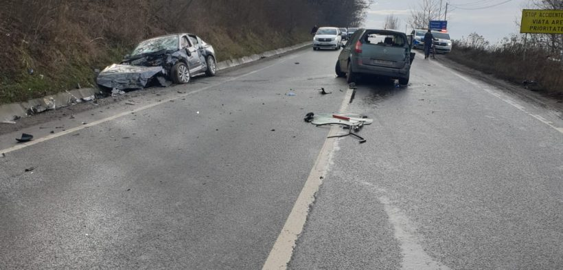 A pătruns pe contrasens și a intrat în coliziune cu un autoturism condus regulamentar