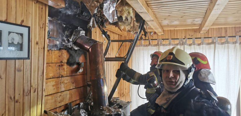 Cabană arsă în incendiu provocat de un șemineu