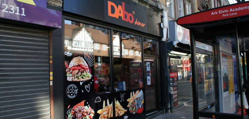 Franciza DAbo Doner deschide primul restaurant românesc de fast-food din Londra