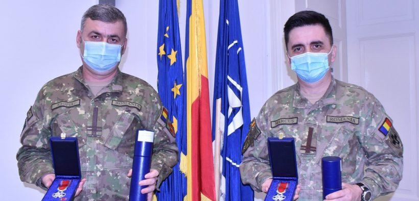 Doi militari din colectivul Spitalului Militar, decorați de președintele României