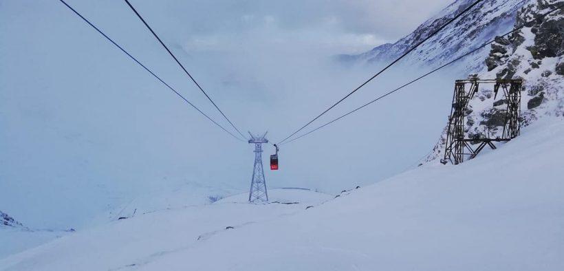 Accesul turiștilor cu telecabina la Bâlea Lac oprit de vântul puternic