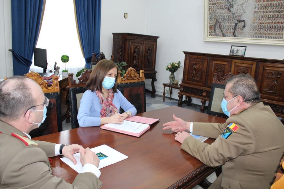 Întâlnire de lucru la Consiliul Județean Sibiu pe tema deschiderii Comandamentului NATO
