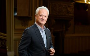 La pupitrul dirijoral al Filarmonicii de Stat Sibiu revine Vlad Conta