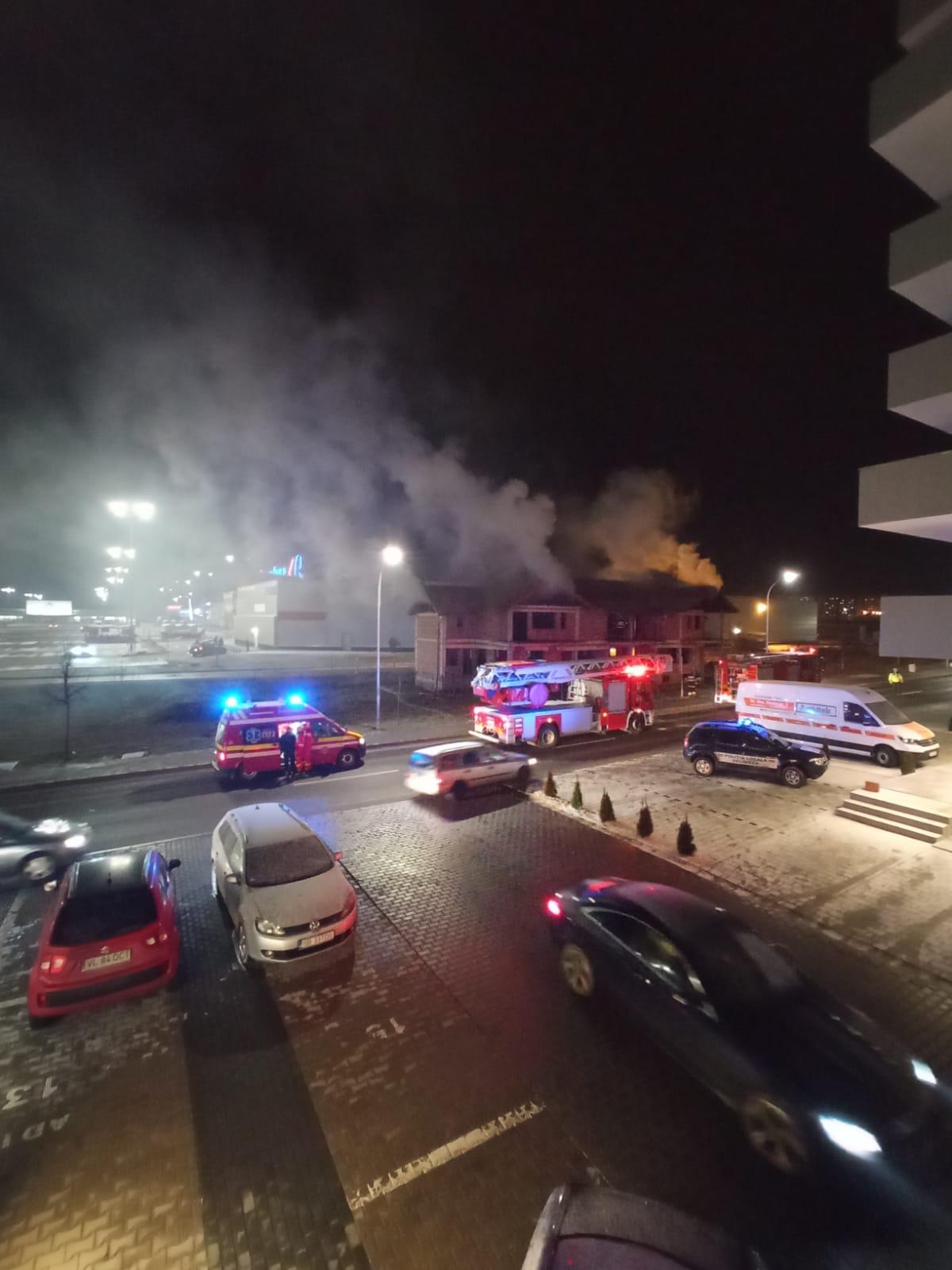 Pompierii sibieni intervin în zona străzii Doamna Stanca pentru lichidarea unui incendiu