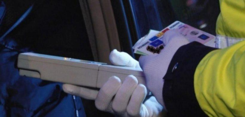 În doar 60 de minute, au fost identificați patru șoferi ale căror testări cu aparatele etilotest au arătat un rezultat pozitiv