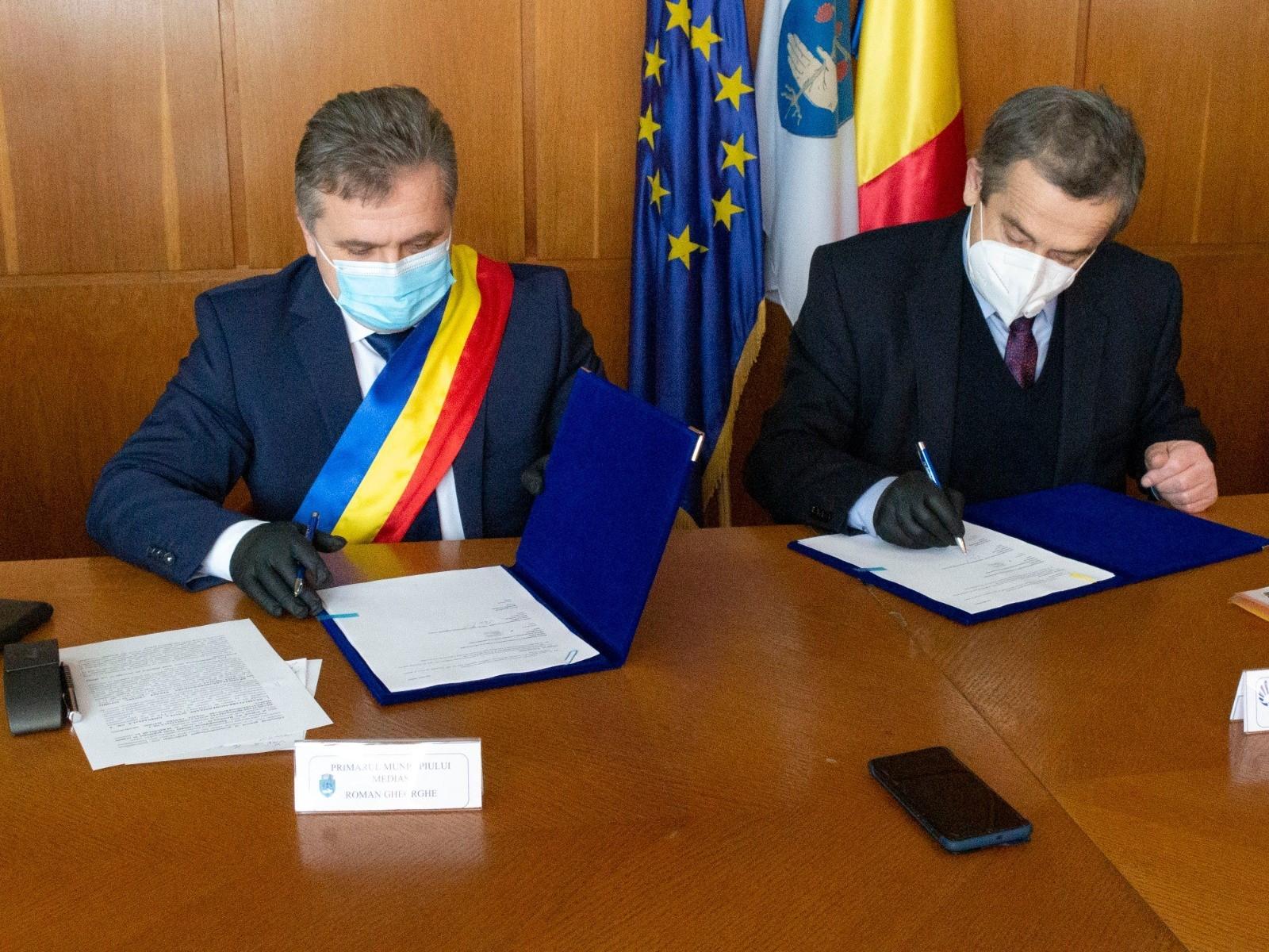 """Semnarea contractului de finanțare pentru proiectul """"Îmbunătățirea calității vieții populației în orașele mici și mijlocii din România-II"""""""