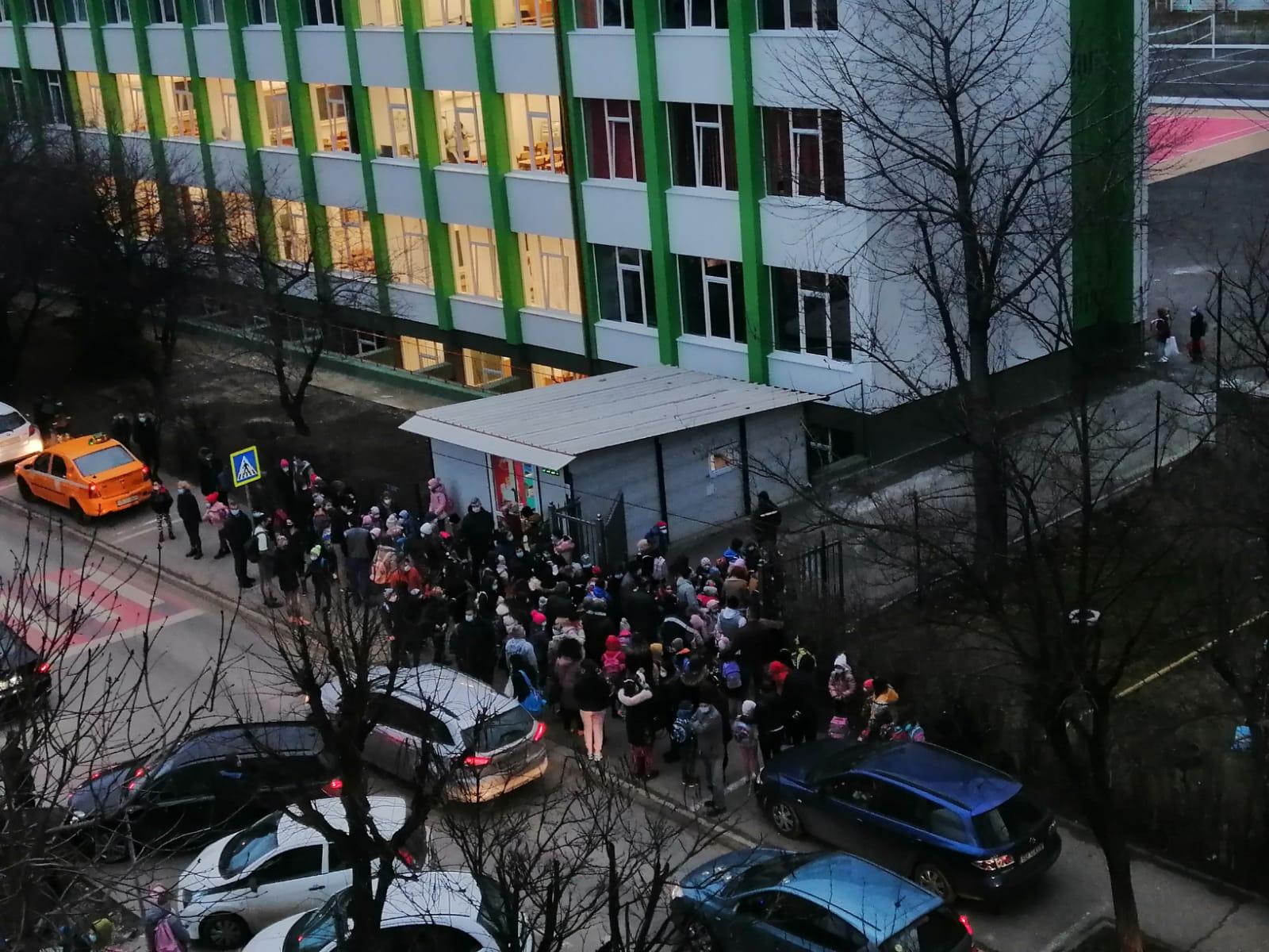 Aproximativ 74% din elevii înscriși în unitățile de învățământ din județul Sibiu s-au prezentat astăzi la școală