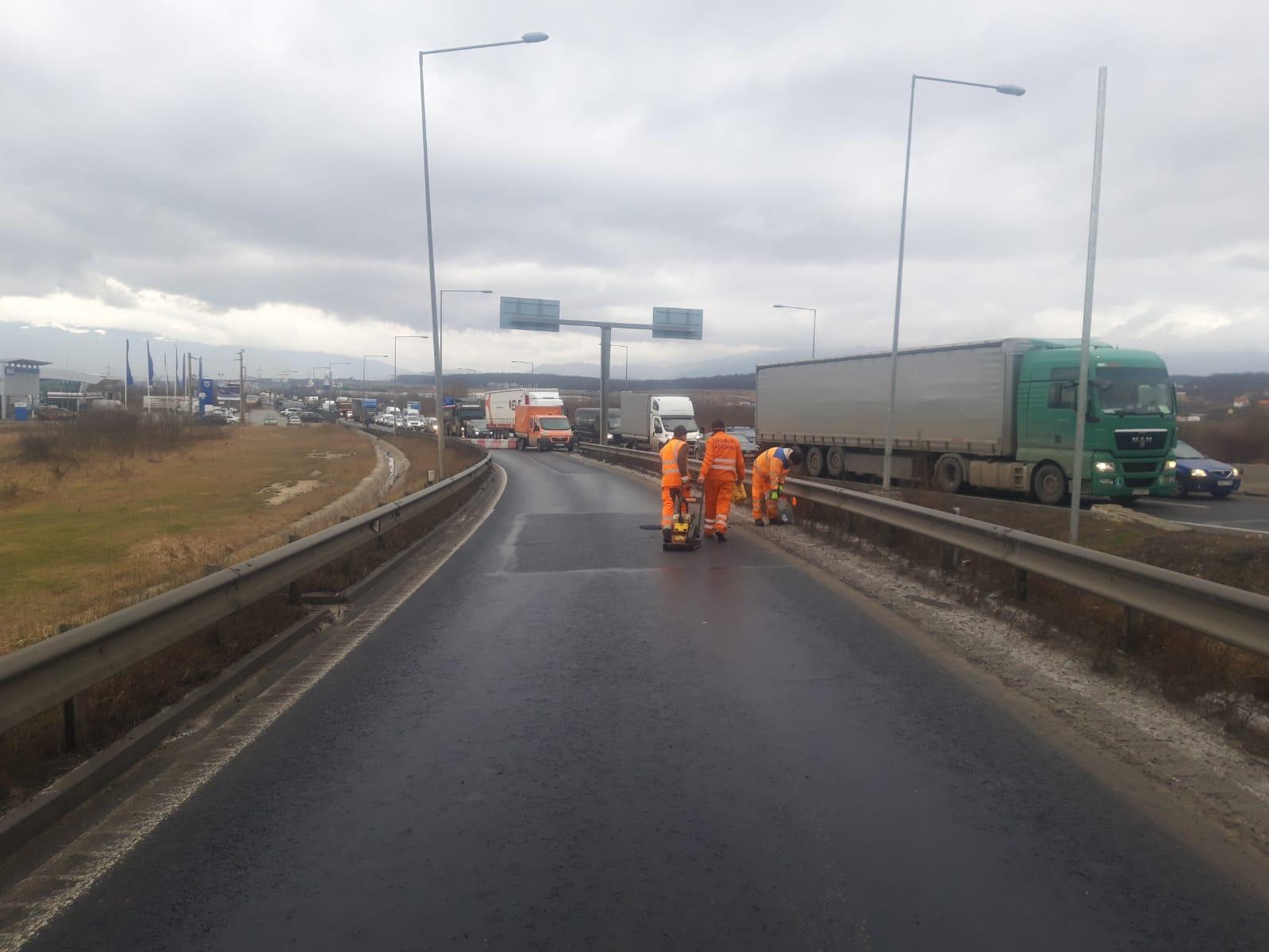 Se circulă deviat la intrarea pe autostrada A1, în zona nodului Șelimbăr