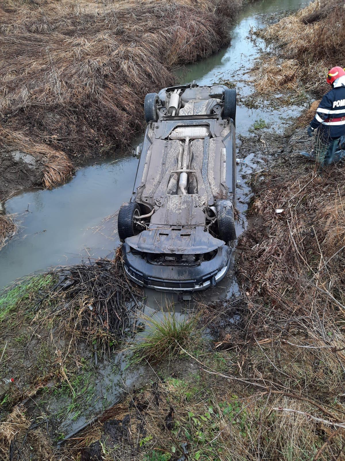 Șoferul unui accident rutier, sancționat contravențional cu amendă în valoare de 725 de lei