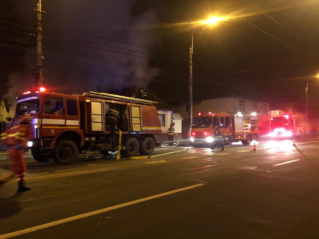 18 pompieri militari au intervenit la un incendiu în Mediaș