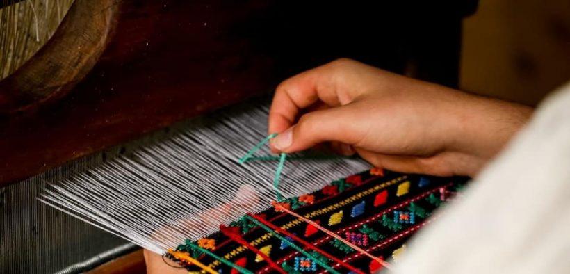 Voluntari din toată Europa vin în luna iulie la Muzeul ASTRA să vadă cum se restaurează țesături