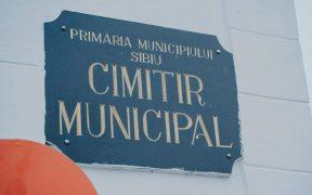 Panouri cu unelte de împrumut la Cimitirul Municipal - pentru ca sibienilor să le fie mai ușor să întrețină mormintele
