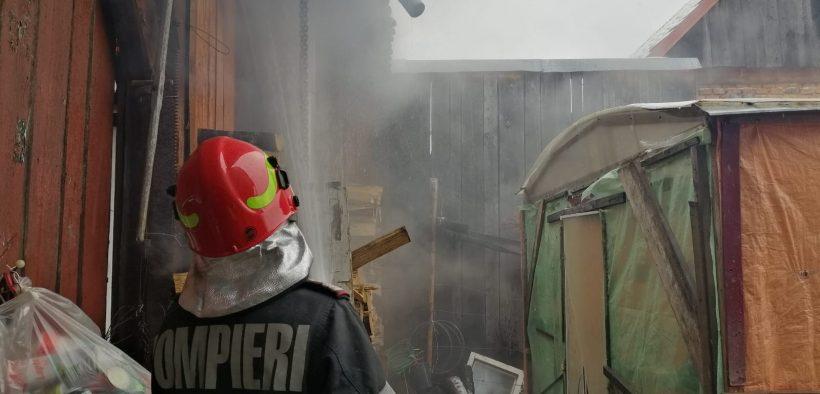 Pompierii sibieni, chemați pentru lichidarea a patru incendii