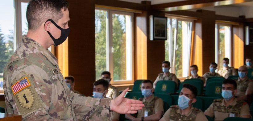 """Activități didactice în cadrul modului """"Military Leadership"""", organizate la AFT Sibiu"""