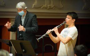 Clarinetistul Petru Pane (16 ani) protagonistul unui turneu de primăvară cu susţinerea Institutului Polonez