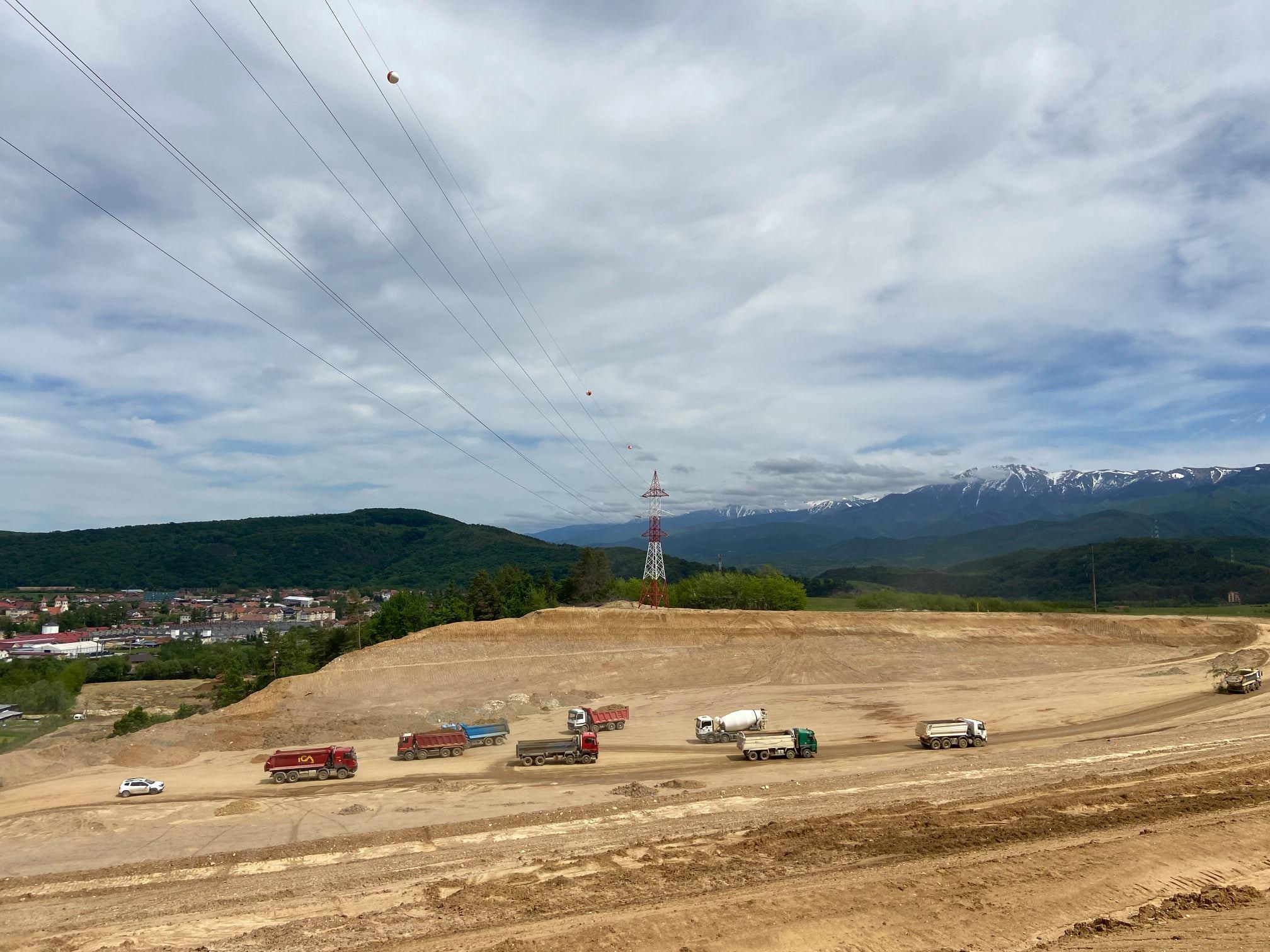 Prefectul Mircea Crețu, în vizită pe șantierul autostrăzii Sibiu - Boița