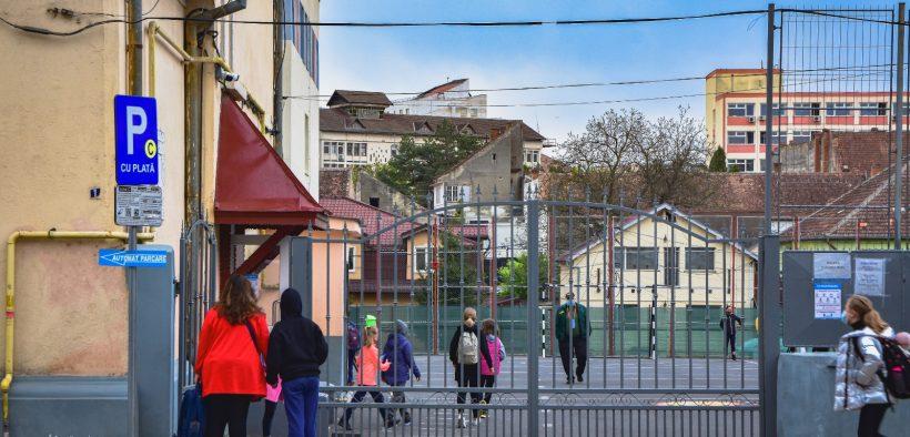 Peste 4.100 de elevi sibieni susțin Examenul de Evaluare Națională pentru clasa a IV-a