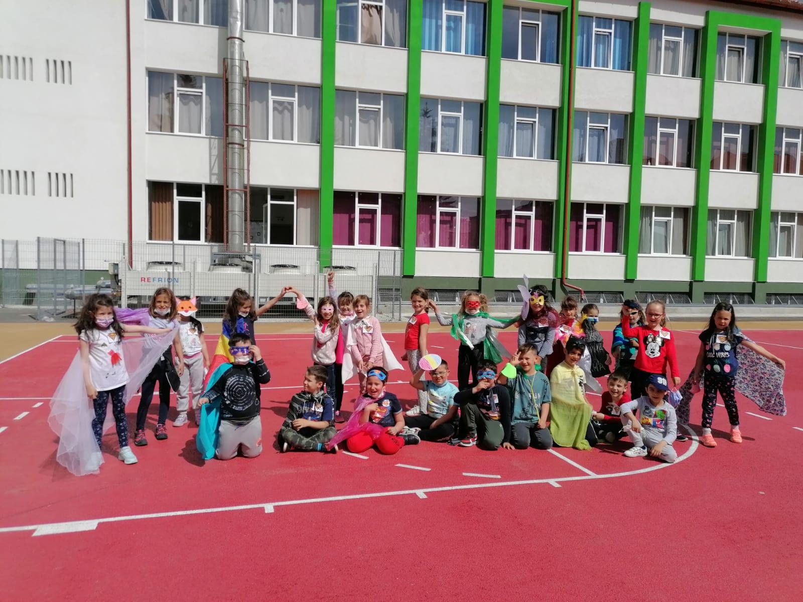 """""""Ziua supereroilor"""", sărbătorită de elevii ciclului primar ai Liceului Teoretic Constantin Noica din Sibiu"""