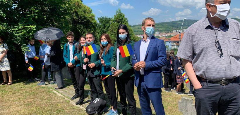 """Ziua Eroilor, comemorată de elevii Liceului Teoretic """"Axente Sever"""" Mediaș"""