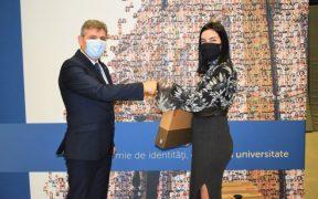 Elevii sibieni care obțin 10 la BAC și vor studia la ULBS vor primi un laptop
