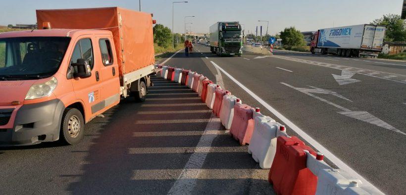 FOTO- Pe raza localității Șelimbăr este blocată breteaua de intrare/ieșire către DN1