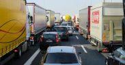 Traficul rutier spre Veștem, afectat de protestul transportatorilor de mărfuri
