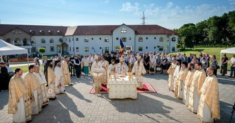 """ÎPS Laurenţiu a condus soborul care a sfinţit noua biserică a Mănăstirii """"Hristos Pantocrator"""""""