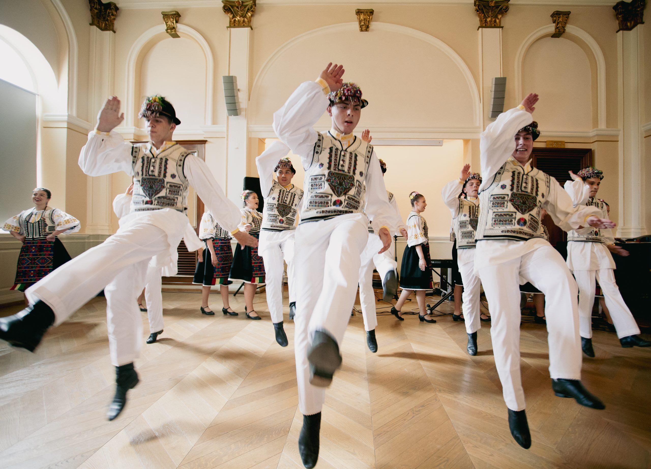 """Festivalul ,,Obiceiuri și Tradiții"""" – examenul conoștințelor acumulate la Școala Populară de Arte și Meserii """"Ilie Micu"""""""