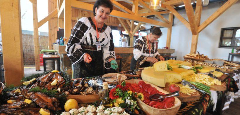 """Arta culinară, celebrată la cea de-a 46-a ediție a Festivalului Internațional de Folclor """"Cântecele Munților"""