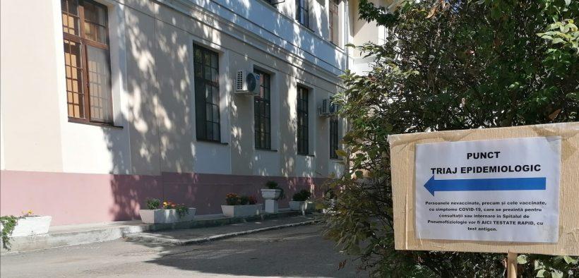 Testare rapidă la punctul de triaj epidemiologic din curtea Spitalului TBC Sibiu
