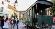 Asociația Prietenii Mocăniței au revenit cu detalii despre ceea ce mișună în vagonul mocăniței garat în această săptămână în Piața Mică