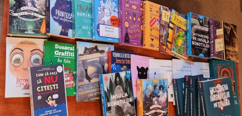 """Donație de carte, la Biblioteca Județeană ASTRA Sibiu, din partea Asociației """"Prietenii Bibliotecii ASTRA"""", cu sprijinul Fundației Comunitare Sibiu"""
