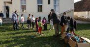 Rechizite din partea Arhiepiscopiei Sibiului pentru 200 de elevi devaforizaţi social