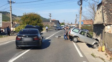 FOTO Accident pe DN14, la Copșa Mică. Trei persoane sunt rănite