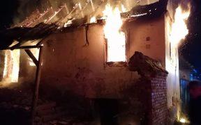 Două incendii au afectat gospodăriile unor cetățeni pe timpul nopții